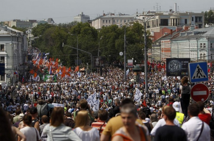 Tens of thousands rally in Moscow to protest against Putin's rule