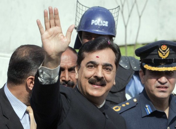 Pakistan's Prime Minister Yusuf Raza Gilani waves after arriving at the Supreme Court in Islamabad