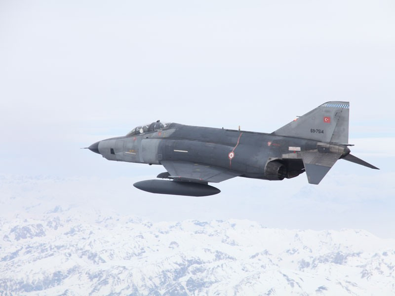 A Turkish military F-4 aircraft crashed in Syrian territorial waters