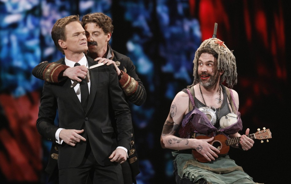 Host Harris performs with actor Borle and the cast of quotPeter and the Starcatcherquot during the American Theatre Wings 66th annual Tony Awards in New York