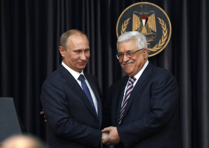 Palestinian President Mahmoud Abbas welcomes Russian President Vladimir Putin on visit to Bethlehem
