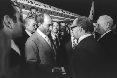 Israeli Prime Minister Menachem Begin and Egyptian President Anwar Sada