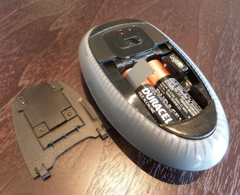 Logitech m600 Touch Mouse Review internal usb dongle storage