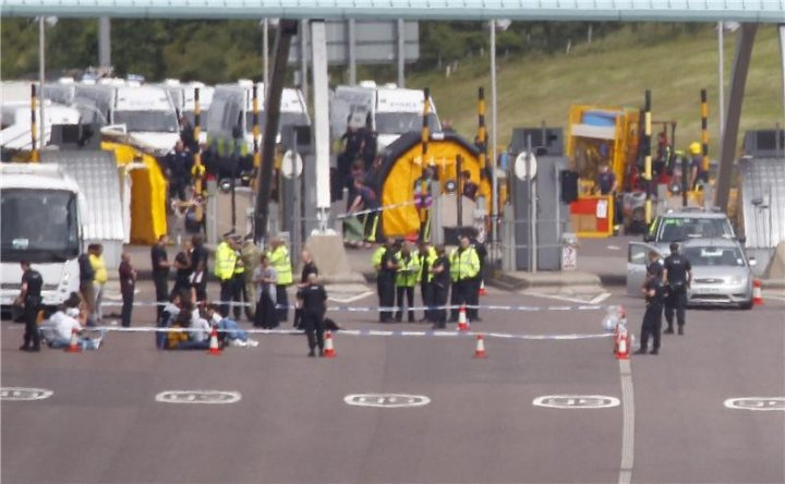 Passengers were forced to sit in a cordoned off area after being evacuated (Twitter/@birminghammail)