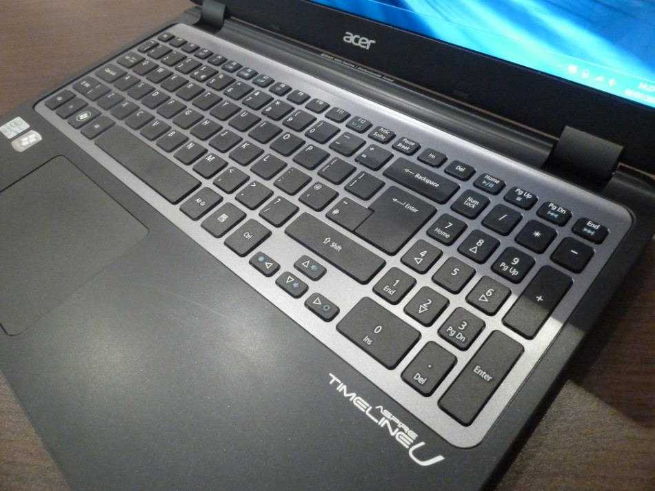 02 Acer Aspire TimeLine M3 Ultra Laptop Review keyboard
