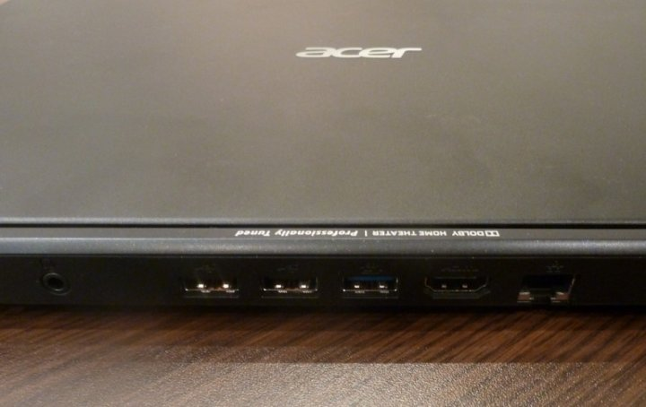 04 Acer Aspire TimeLine M3 Ultra Laptop Review connections