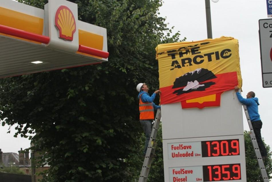 Activists have shut down Shell petrol stations in London and Edinburgh ( Elizabeth Dalziel/Greenpeace)