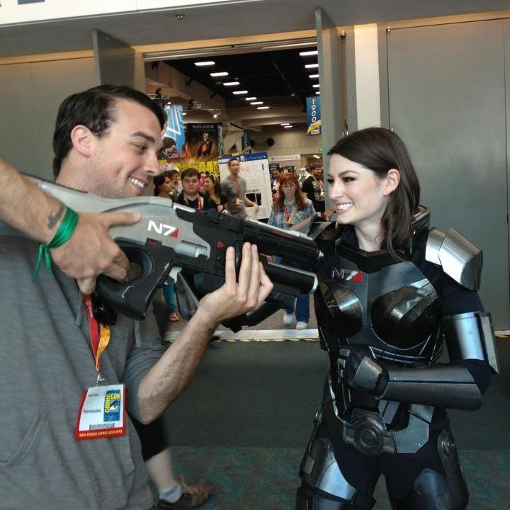 Mass Effect Costumes At Comic Con 2012 Ravishing Female