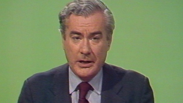 The veteran newsreader Sir Alastair Burnet, best known for presenting News at Ten for 21 years, has died aged 84 (ITN)