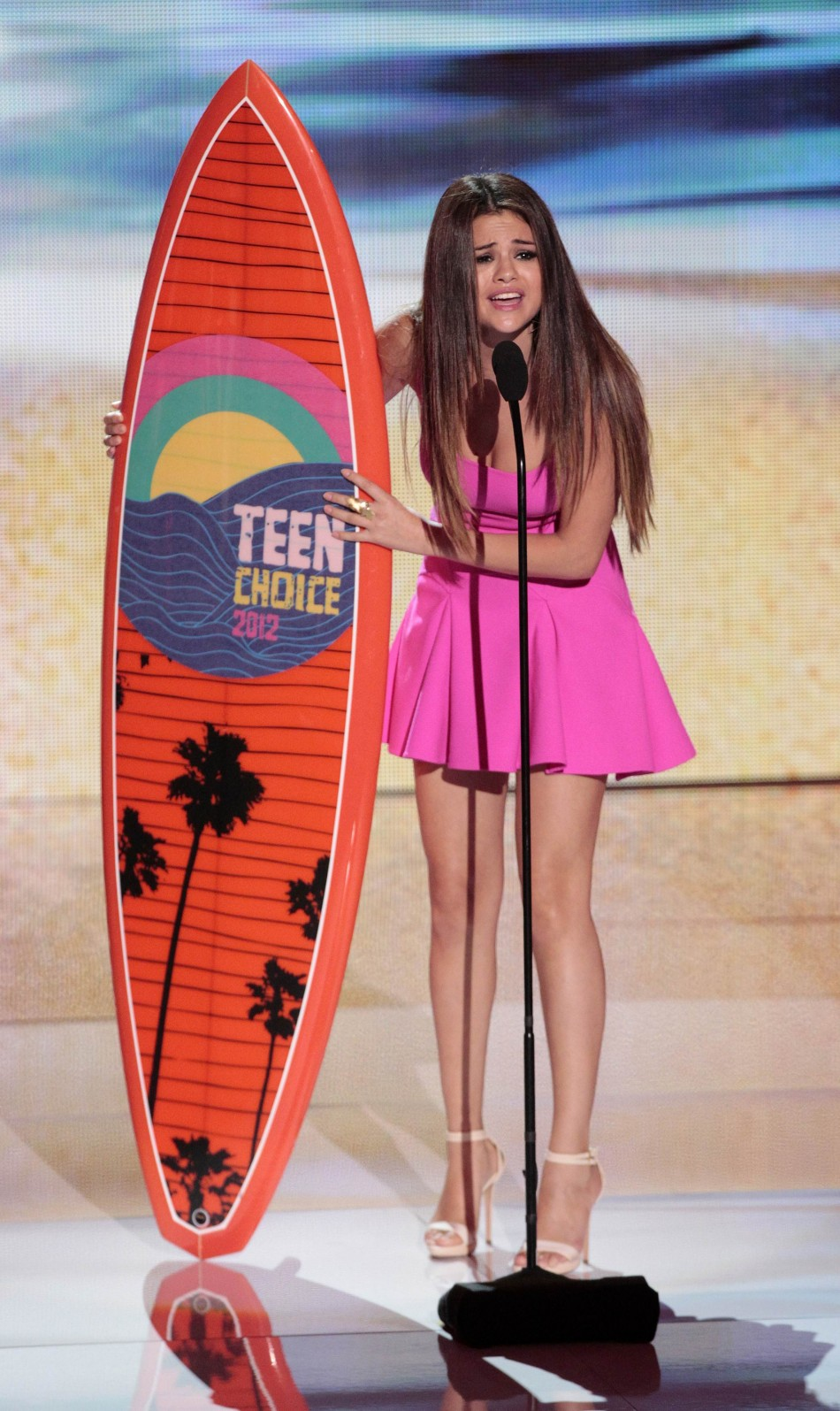 Gomez accepts the Choice Music Group Award at the Teen Choice Awards at the Gibson amphitheater in Universal City