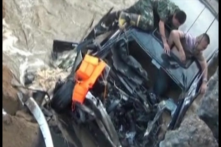 wedding guest rescued after bridge collapses in eastern china