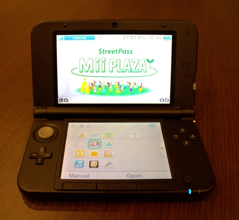 Nintendo 3ds XL review open front