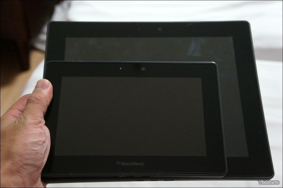 10in Blackberry Playbook 4G tablet next to 7in