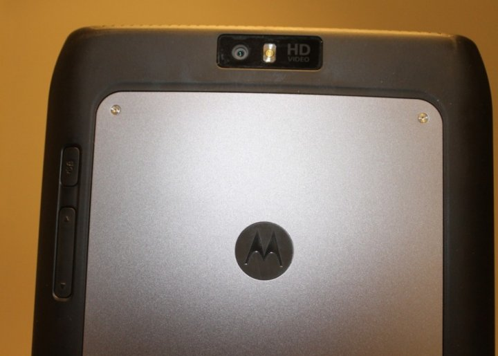Motorola Xoom 2 Media Edition Android Tablet Review back buttons 2