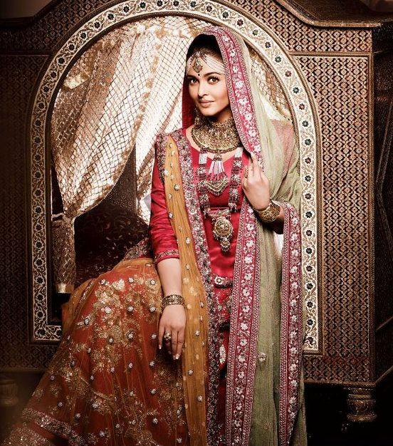 Aishwarya Rai in Kalyan Jewellers photo shoot (Photo: Facebook/Kalyan Jewellers)
