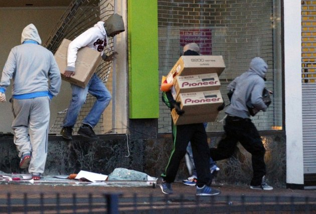 Looters London riots
