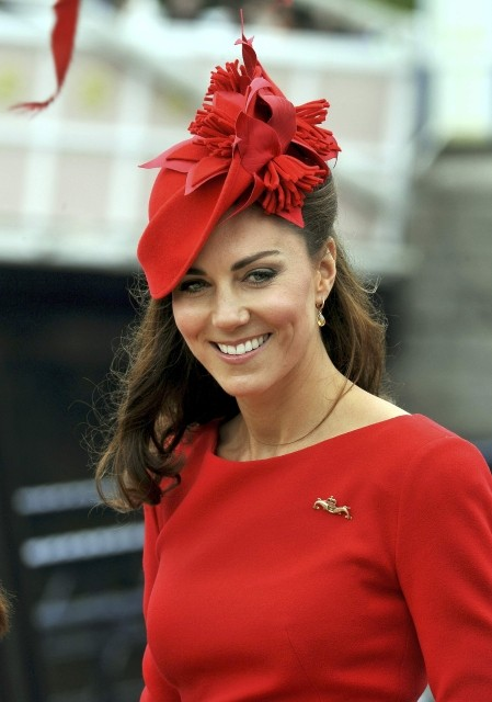 Kate Middleton arrives to board the Spirit of Chartwell for the Diamond Jubilee River Pageant on the River Thames, in London June 3, 2012. The Duchess of Cambridge has been voted the best smelling celebrity. (Photo: REUTERS/John Stillwell)
