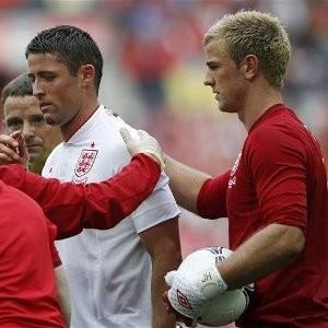 Chelsea Defender Gary Cahill (L)