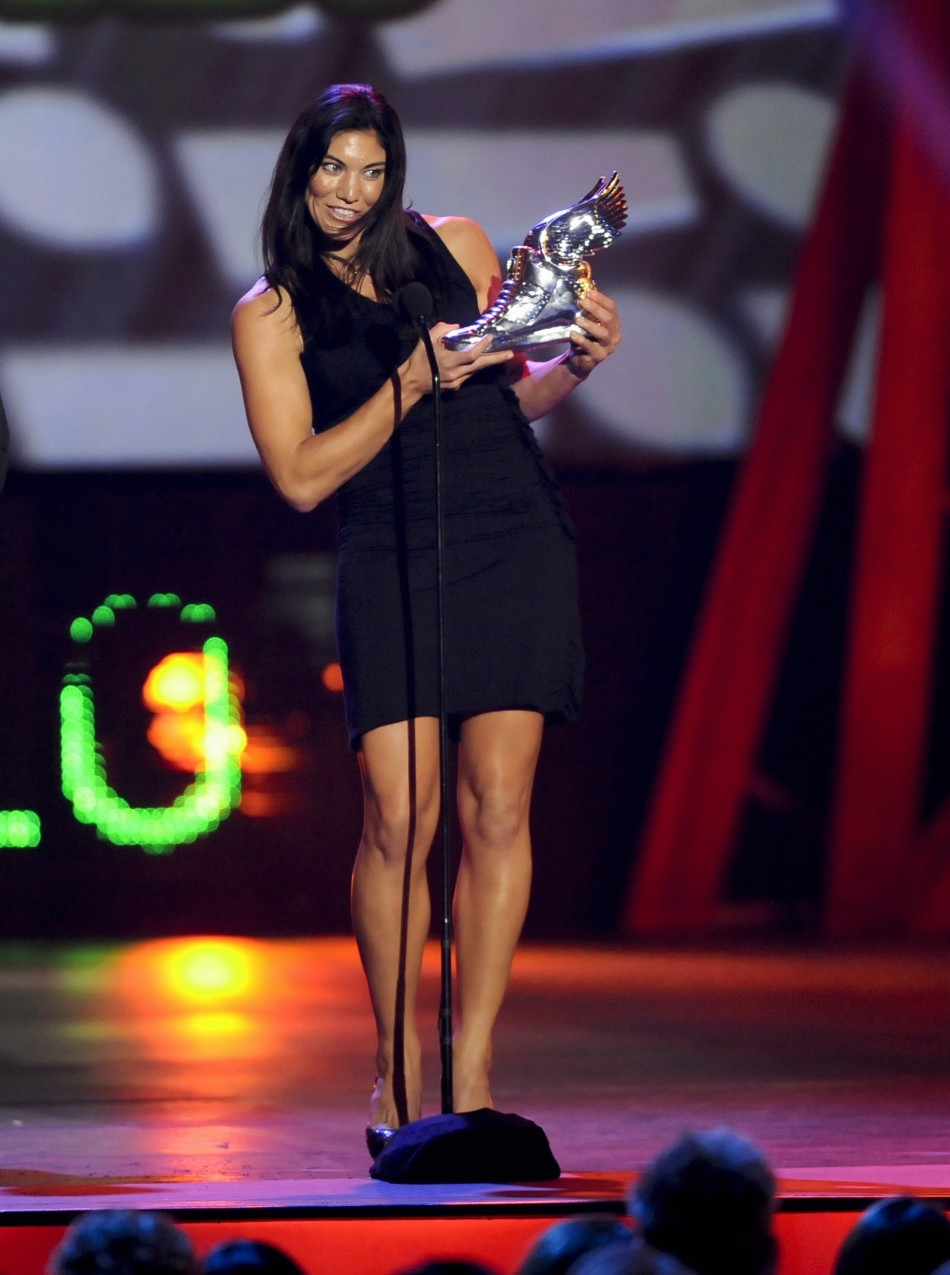 """Olympic soccer player and gold medallist Hope Solo accepts the """"Athlete"""" award during the """"Do Something Awards"""" in Santa Monica, California August 19, 2012."""