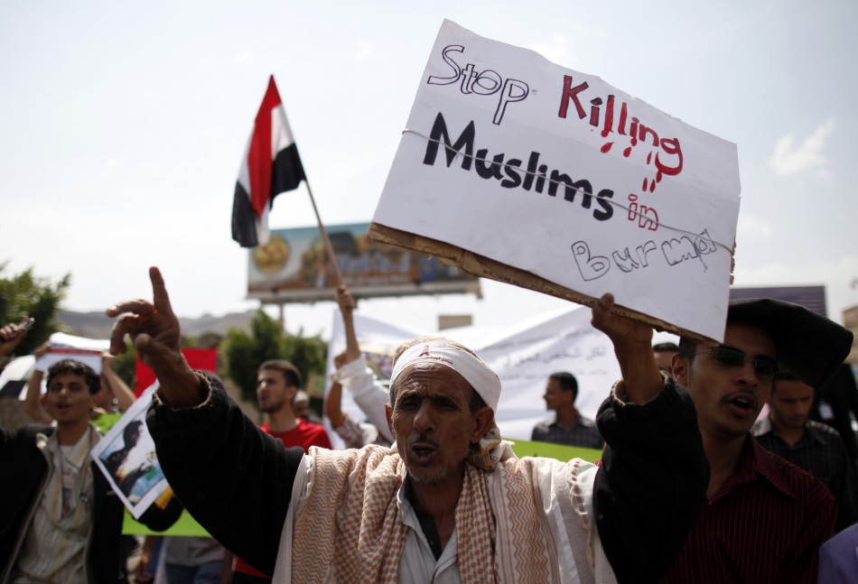 People shout slogans against the massacre of the Rohingya Muslims of Myanmar