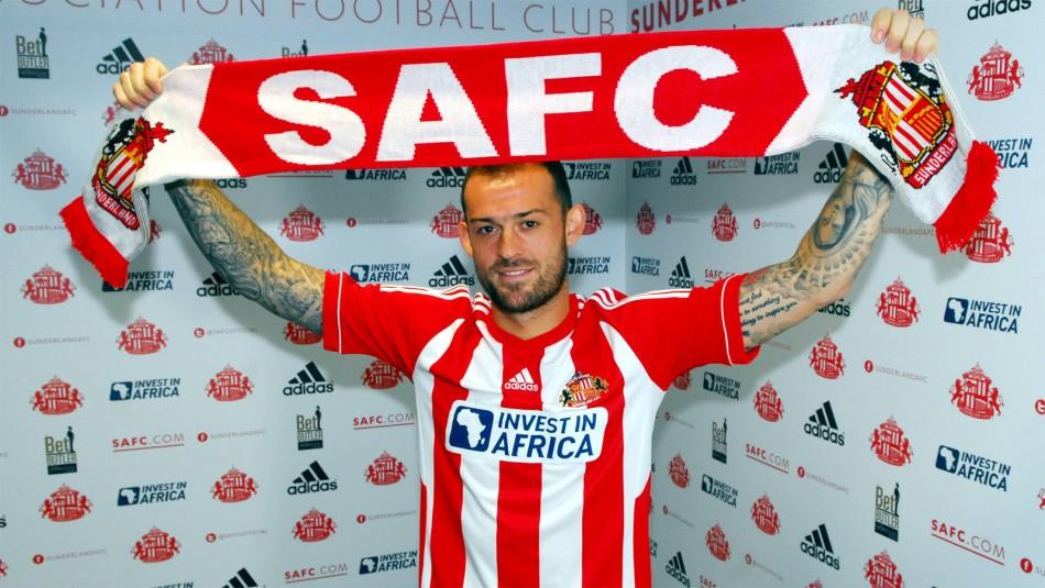 Sunderland sign Steven Feltcher