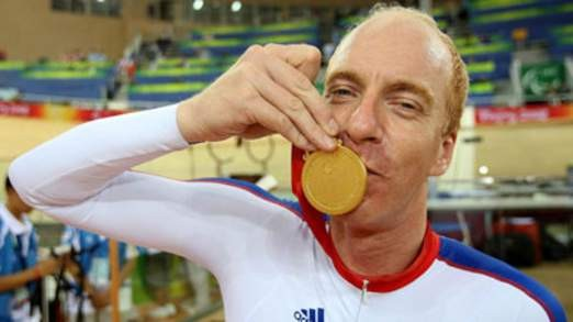 Simon Richardson pictured with one of his gold medals (Sky)