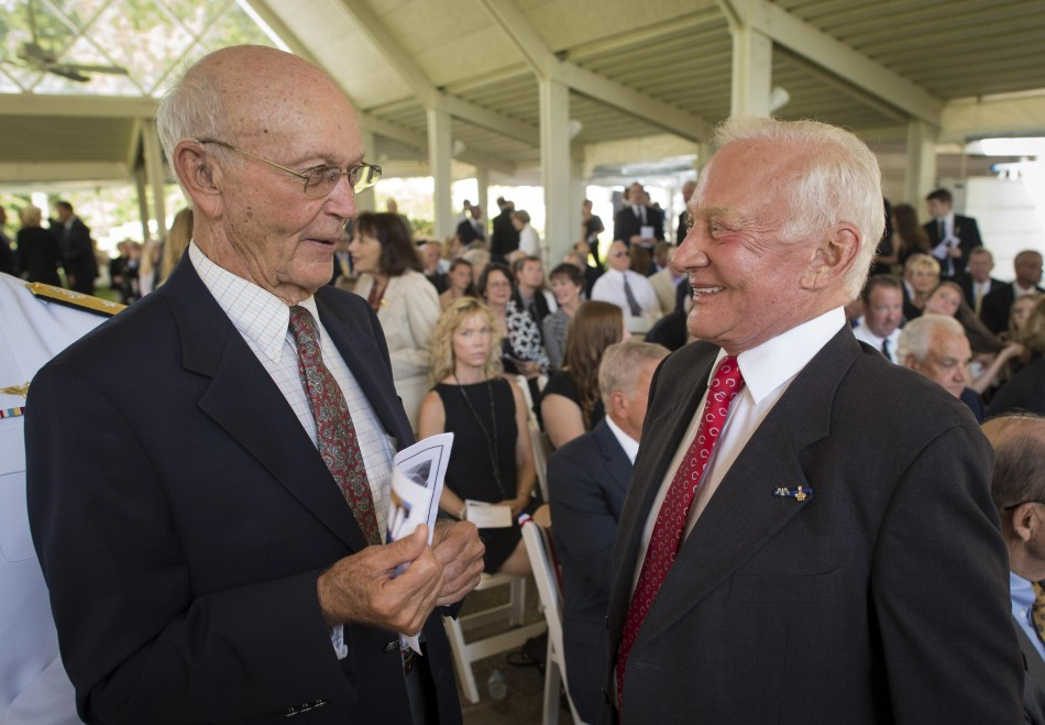 Neil Armstrong Funeral: Hundreds Pay Tribute to Reluctant ... |Neil Armstrong Funeral Service