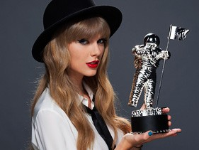 Taylor Swift poses with MTV Video Music Awards trophy in 2009. Swift will join a flotilla of performers at VMA 2012.