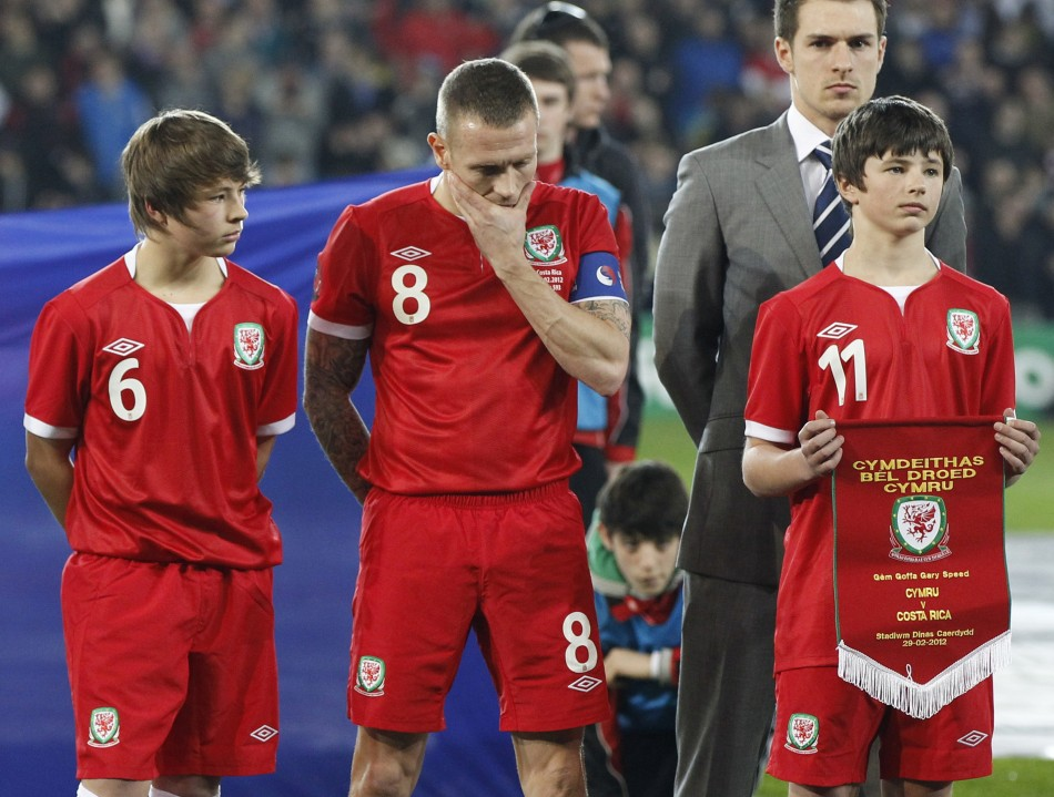 Craig Bellamy with Speed's sons Ed (left) and Tommy before Wales' international friendly game against Costa in February 2012 (Reuters)