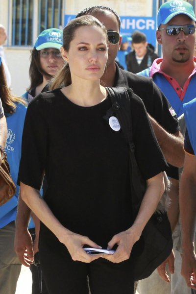 NEWSBREAK Angelina Jolie Undergoes Double Mastectomy