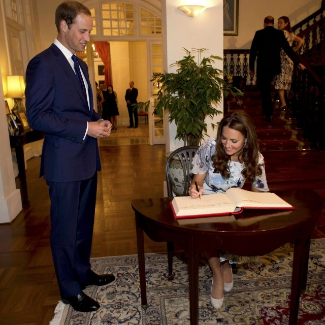 Haunted Places In Cambridge Ohio: Kate And William End Singapore Tour With Visit To War