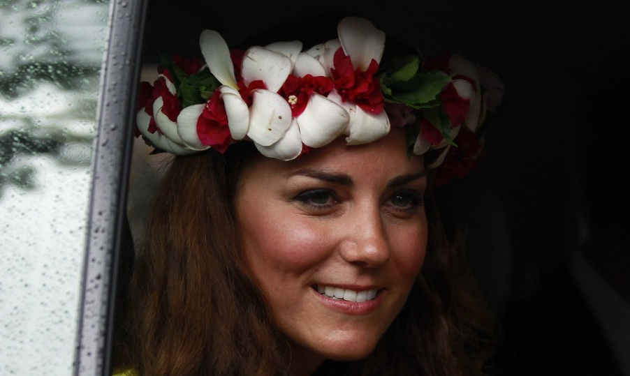 Not again: More snaps of topless Kate to hit shelves