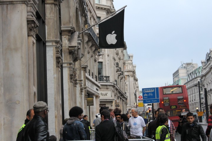iPhone 5 Launch Queue Live from Regent Street