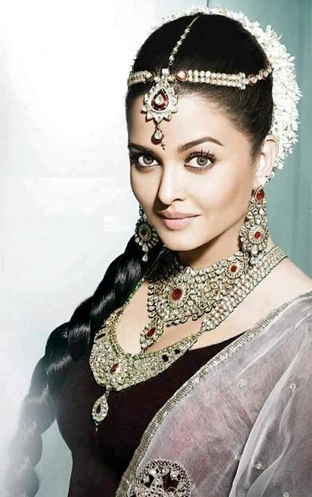 Aishwarya Rai in a recent jewellery campaign (Photo: Kalyan Jewellers/Facebook)