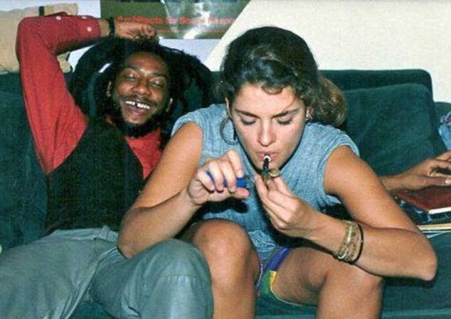 Brooke Shields Denies She Is Woman In Online Dope Smoking -1071