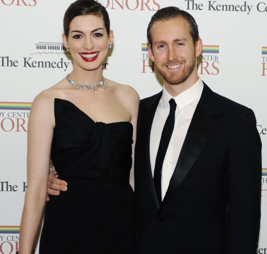 Anne Hathaway And Husband Wedding: Dark Knight Rises Star Anne Hathaway Marries Adam Shulman