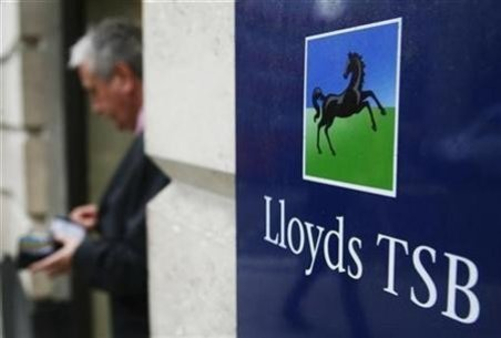 Lloyds TSB customers left without cash