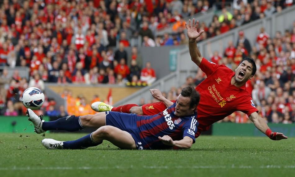 Luis Suarez' Penalty Claim