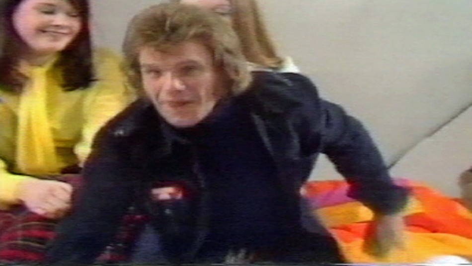 Freddie Starr at the Clunk Click studios, with Karin ward in the background (Channel 4 News)