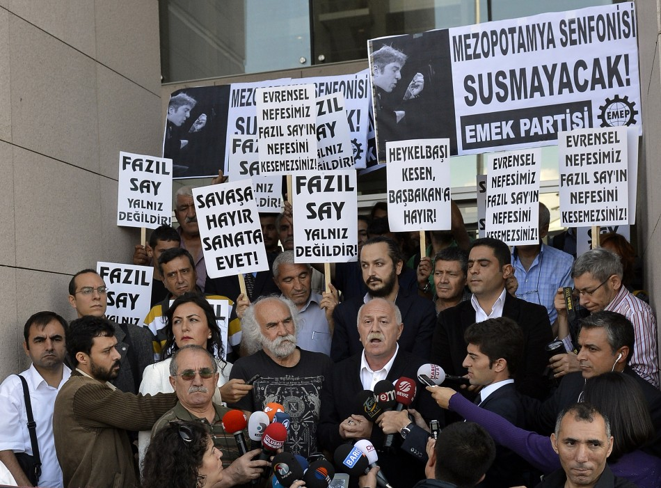 Supporters of Turkish classical pianist Fazil Say demonstrate in front of the court house in Istanbul