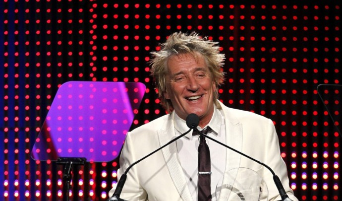 Singer Rod Stewart accepts the Founders Award at the 28th annual ASCAP (American Society of Composers, Authors and Publishers) Pop Music Awards in Hollywood, California April 27, 2011. REUTERS/Mario Anzuoni