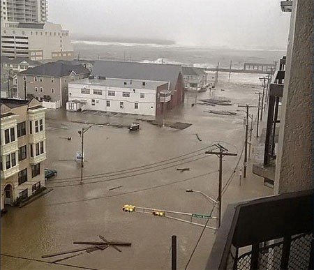 Photograph showing scale of the flooding in Atlantic City (Instagram/Hoeboma)