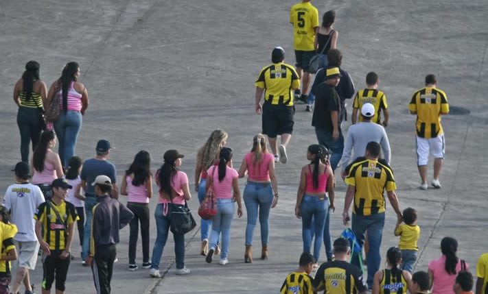 No football match for fans who wore pink for free tickets
