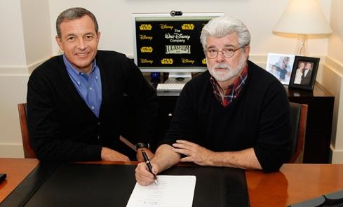 Walt Disney Company Chairman and Chief Executive Officer Bob Iger (L) and filmmaker and Chairman of Lucasfilm George Lucas (Photo: Reuters / Disney)