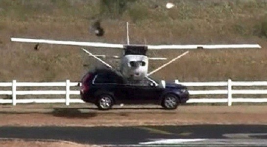 Plane crashes into car in Texas