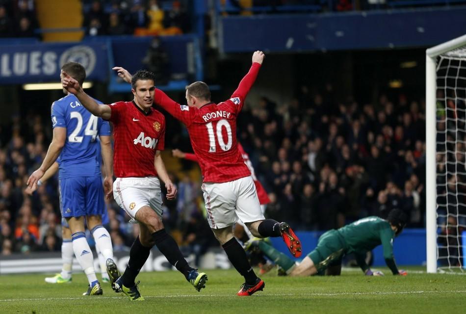 Robin van Persie and Wayne Rooney (R)