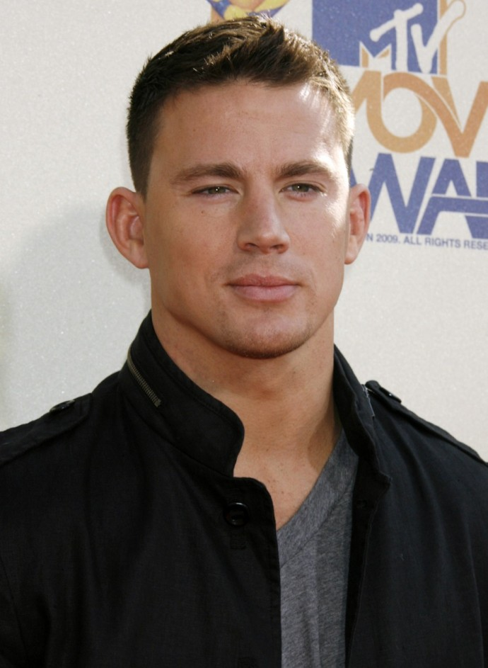 Actor Channing Tatum poses at the 2009 MTV Movie Awards in Los Angeles