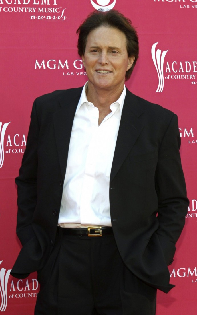 Bruce Jenner is reportedly becoming addicted to plastic surgery just like late legendary pop star Michael Jackson.