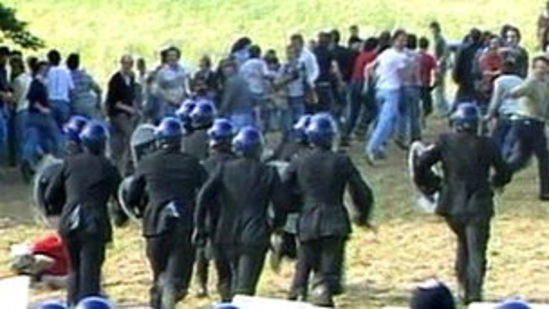 South Yorkshire Police has referred itself to the IPCC over its handling of proceedings at the Orgreave coking plant (BBC)