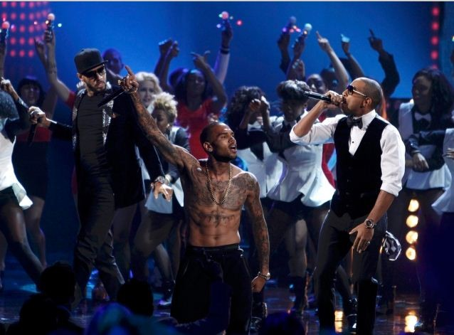 Chris Brown and Swizz Beatz perform at the 40th American Music Awards in Los Angeles